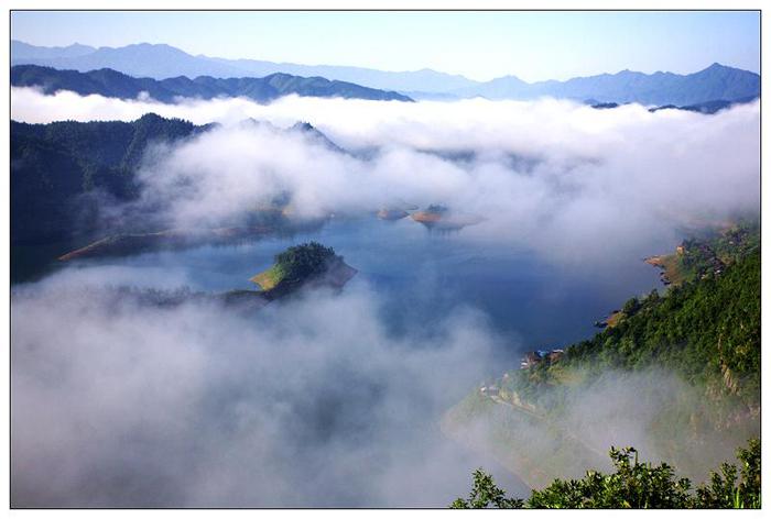 白云湖上白云飘