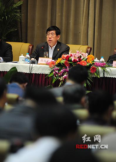"""在2011年湖南交通运输工作会议上,湖南省副省长韩永文要求,""""十二五""""期间,湖南交通要加快建设综合运输体系,为富民强省提供强有力的支撑和保障。"""